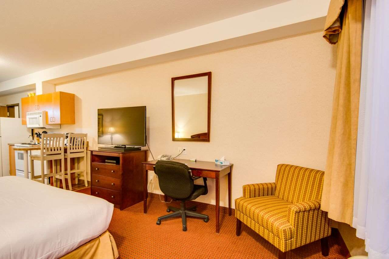 Suite - Peavine Inn & Suites High Prairie
