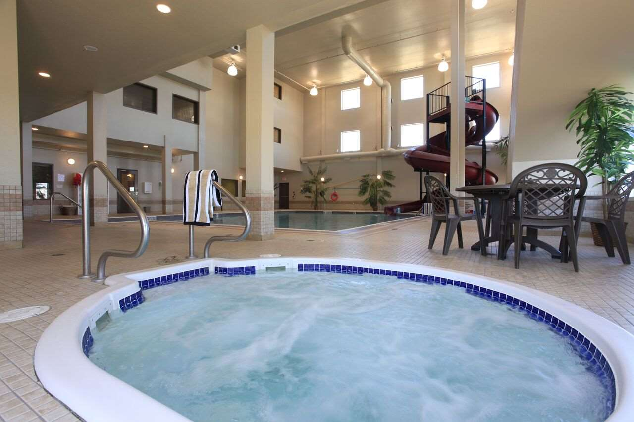 Pool - Pomeroy Inn & Suites Grimshaw