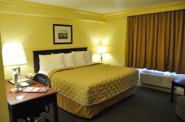 Room - Chateau Nova Hotel & Suites Kingsway Edmonton