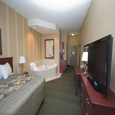 Room - Redwood Inn & Suites Clairmont