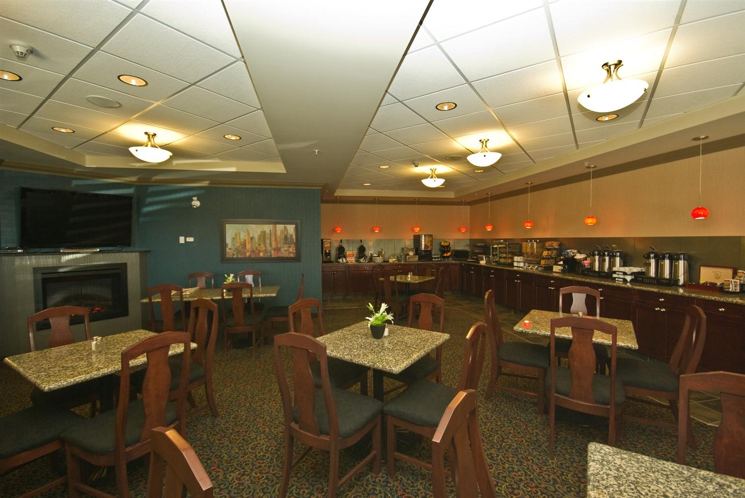 Restaurant - Redwood Inn & Suites Clairmont