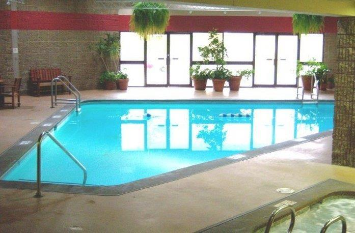Pool - Gateway Center Hotel Ames