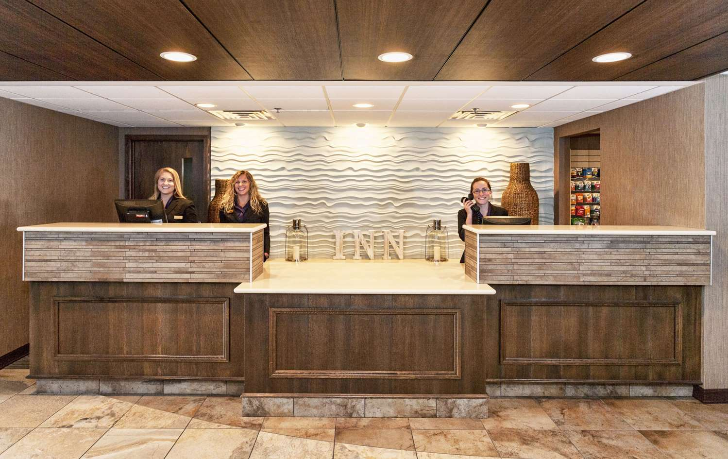 Lobby - Inn on Lake Superior Duluth