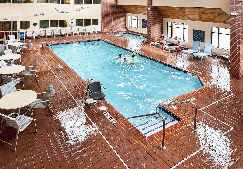 Pool - Inn on Lake Superior Duluth