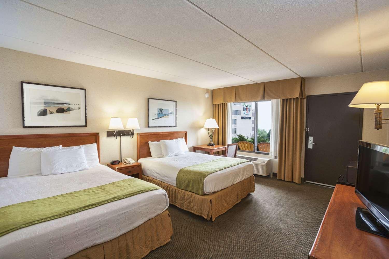 Room - Edgewater Resort Duluth