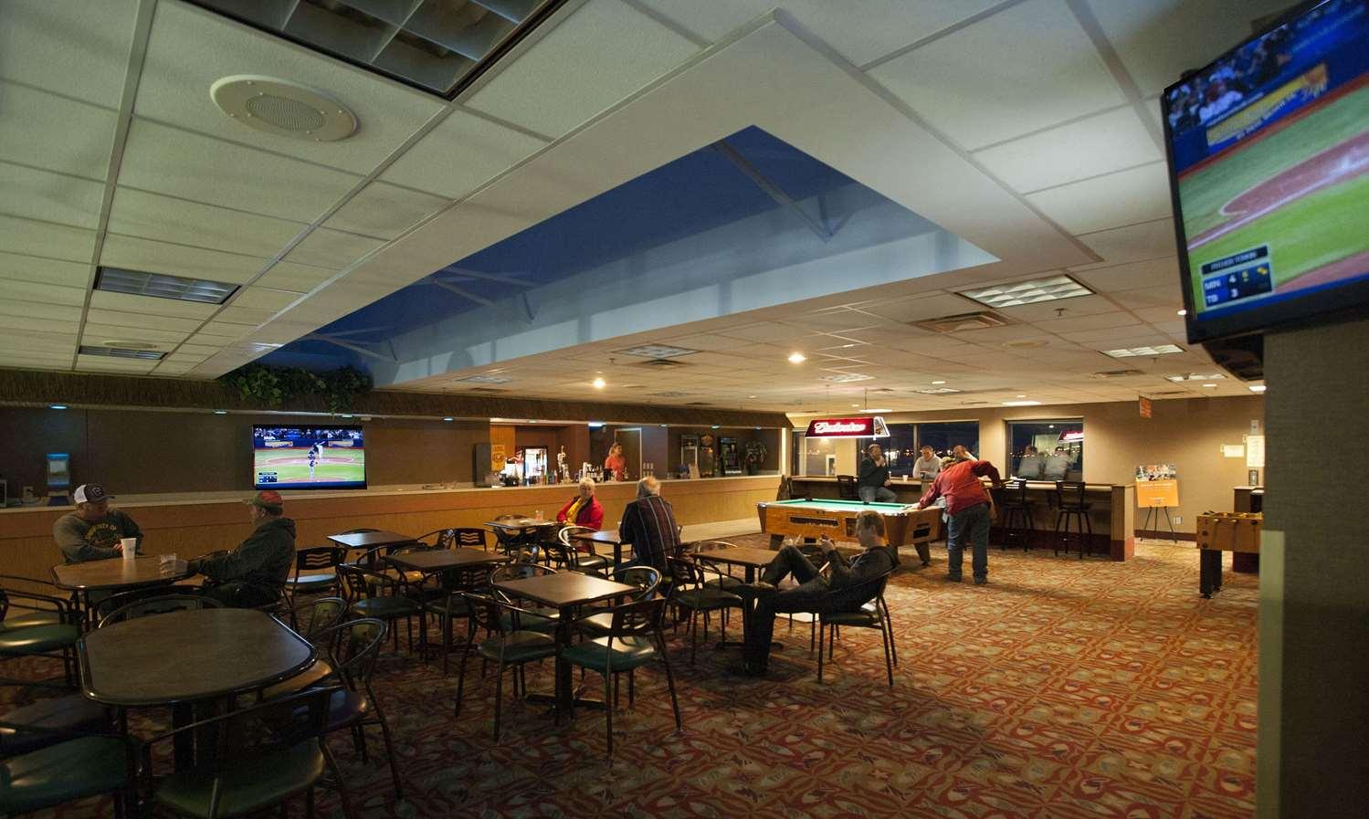 Bar - Edgewater Resort Duluth