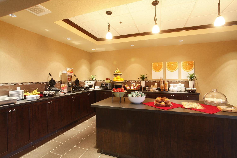 Restaurant - Pomeroy Inn & Suites Vegreville