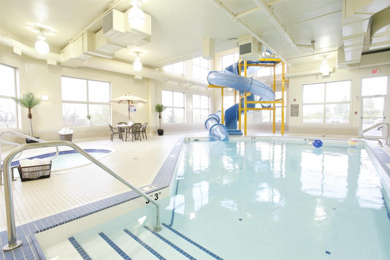Pool - Pomeroy Inn & Suites Vegreville