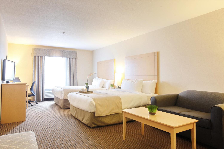 Room - Pomeroy Inn & Suites Vegreville