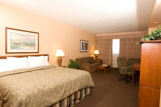Room - Capitol Plaza Hotel Topeka