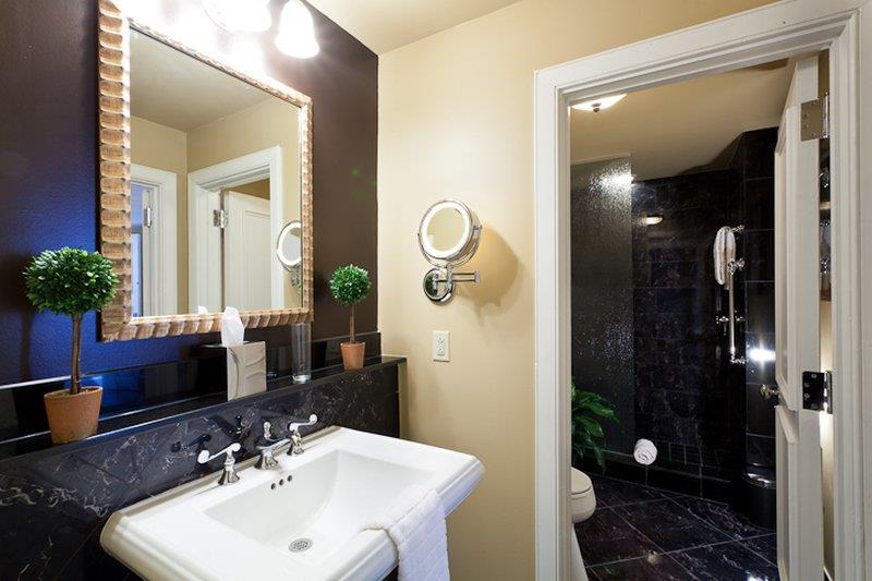 Room - Hotel Mazarin New Orleans