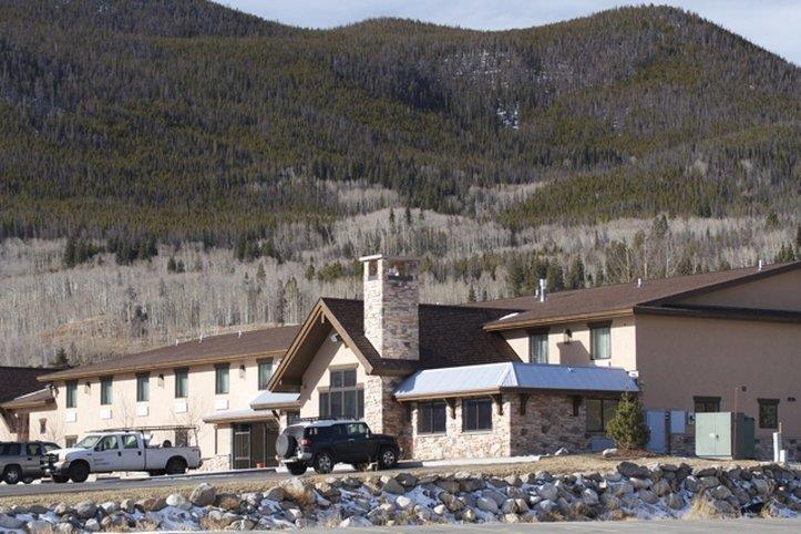 Exterior view - Alpine Inn Frisco