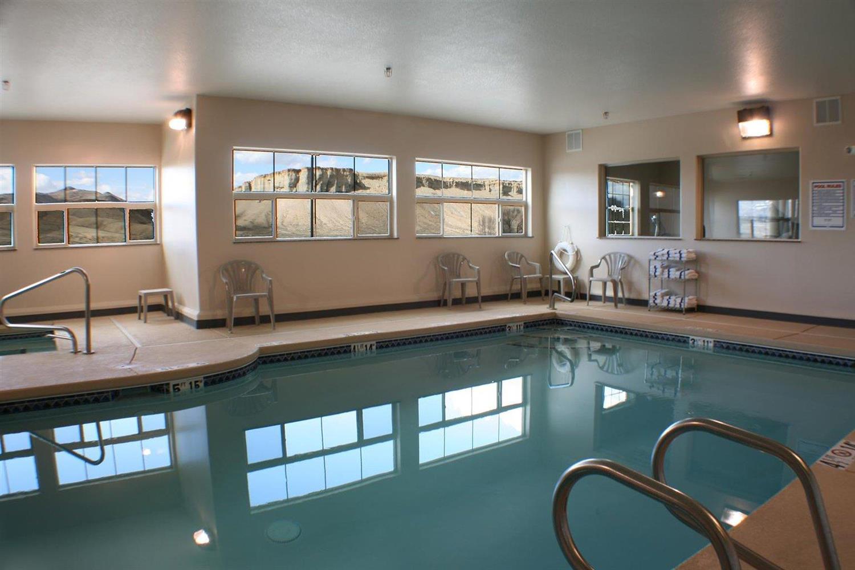 Pool - Allington Inn & Suites Kremmling
