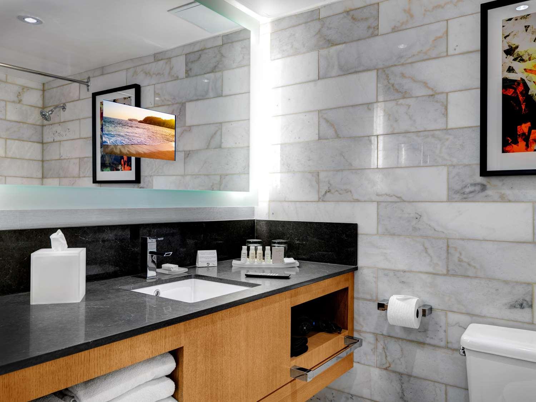 Room - Hotel Arts Calgary