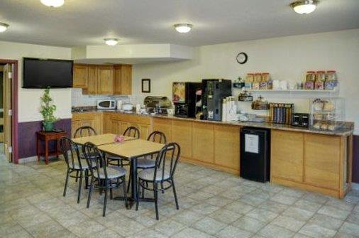 Restaurant - Lakeview Inn & Suites Edson
