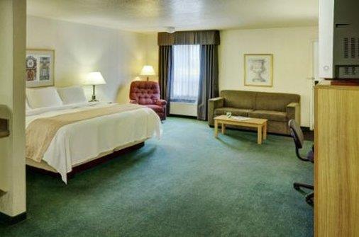 Suite - Lakeview Inn & Suites Edson