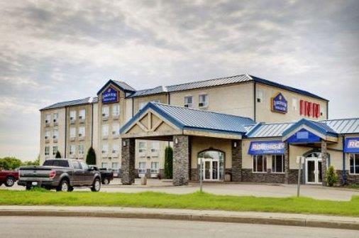 Exterior view - Lakeview Inn & Suites Fort Saskatchewan