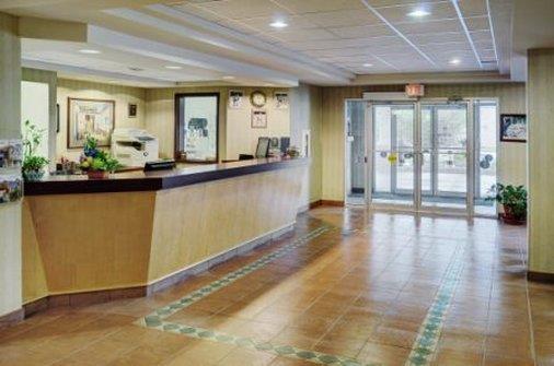 Lobby - Lakeview Inn & Suites Whitecourt