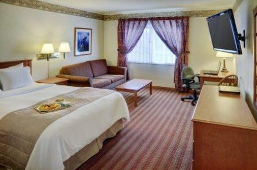 Room - Lakeview Inn & Suites Halifax
