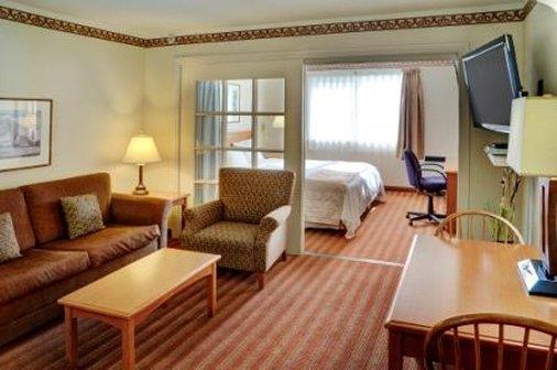 Suite - Lakeview Inn & Suites Brandon