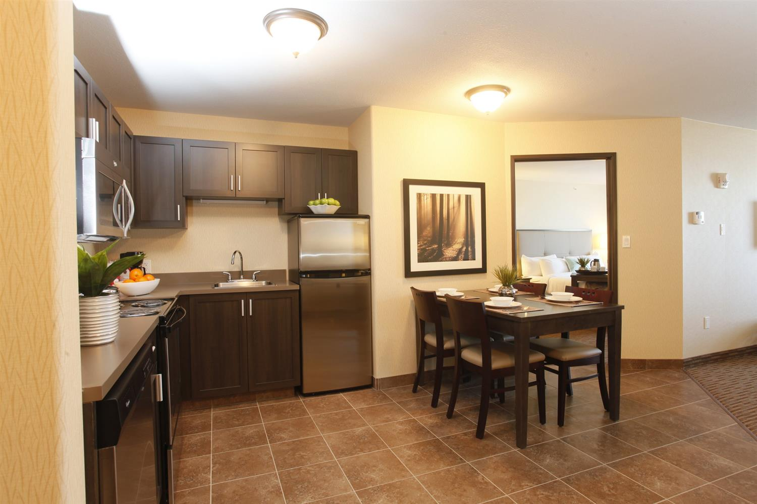 Suite - Pomeroy Inn & Suites at Olds College