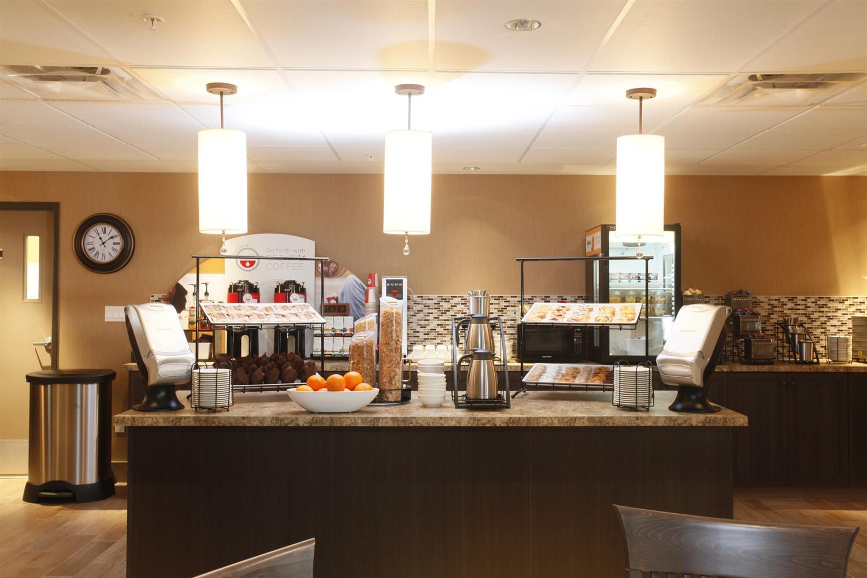 Restaurant - Pomeroy Inn & Suites at Olds College