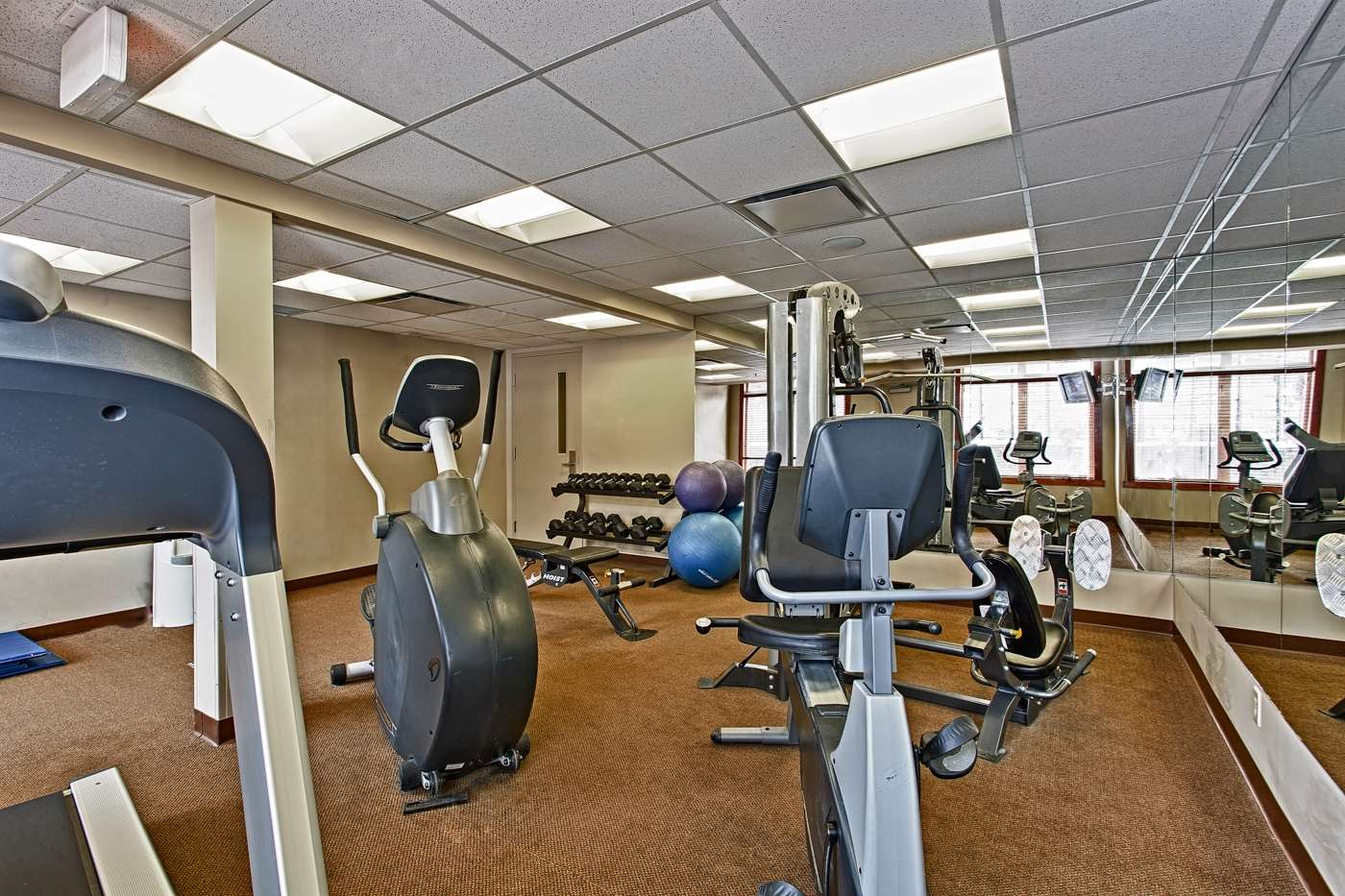 Fitness/ Exercise Room - Blackstone Mountain Lodge Canmore