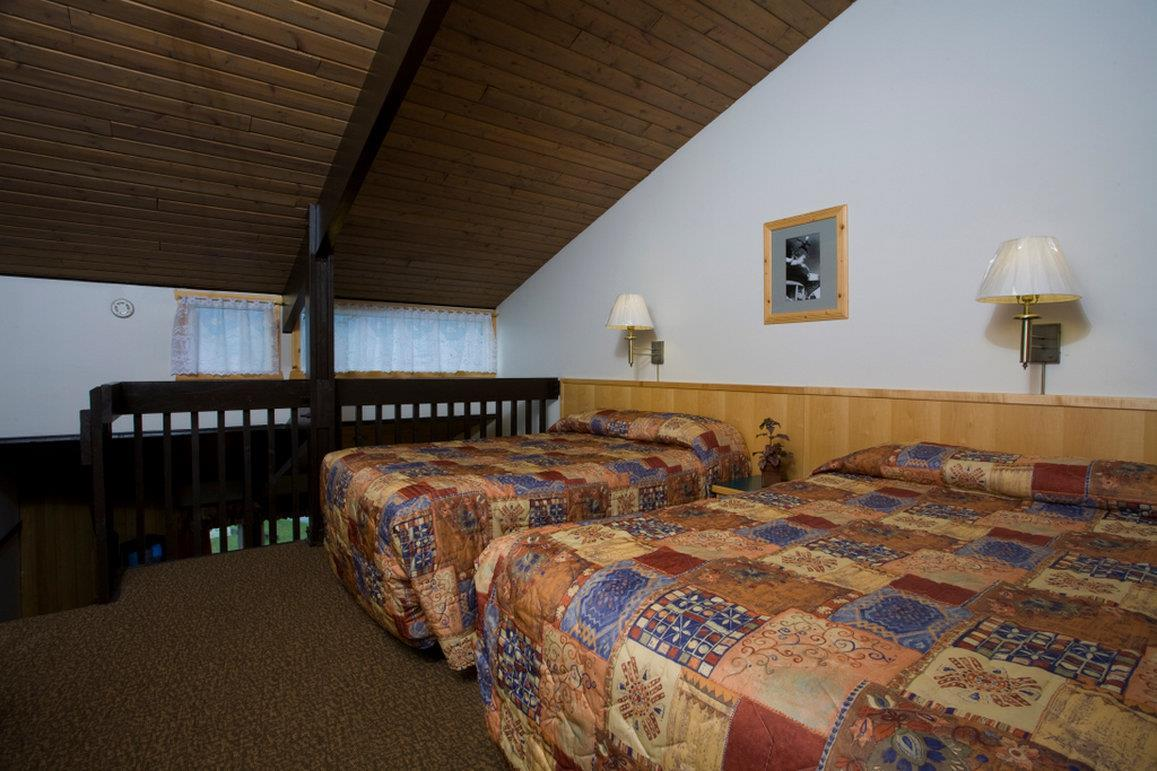 Room - Rocky Mountain Ski Lodge Canmore