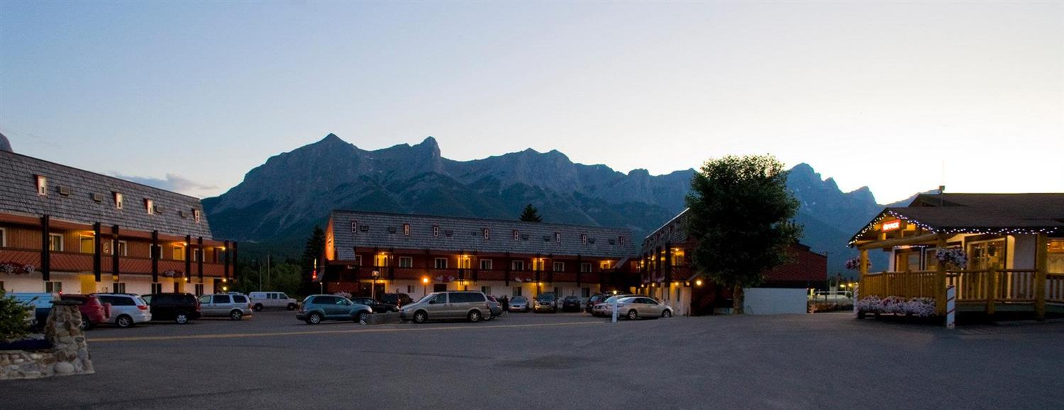Exterior view - Rocky Mountain Ski Lodge Canmore