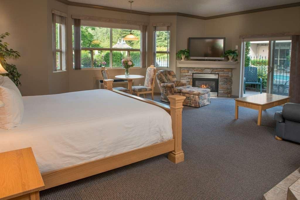 Room - Hilltop Inn Salmon Arm