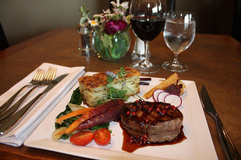 Restaurant - Hilltop Inn Salmon Arm