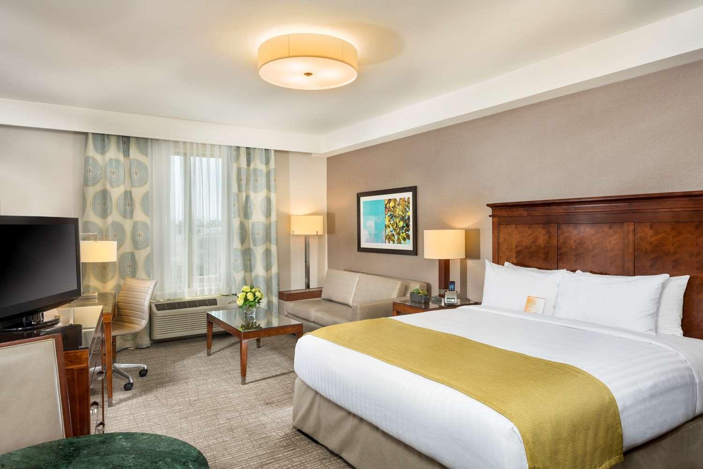 Room - Ayres Hotel Angel Stadium Anaheim