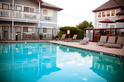 Pool - Geyserville Inn