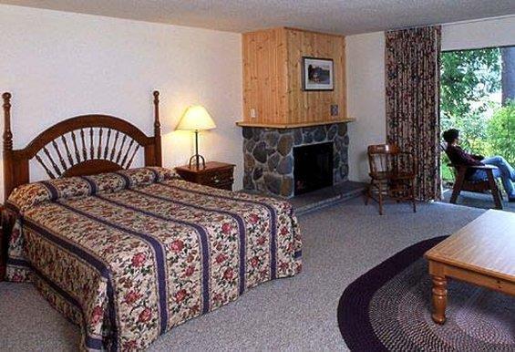 Room - Lake Quinault Lodge