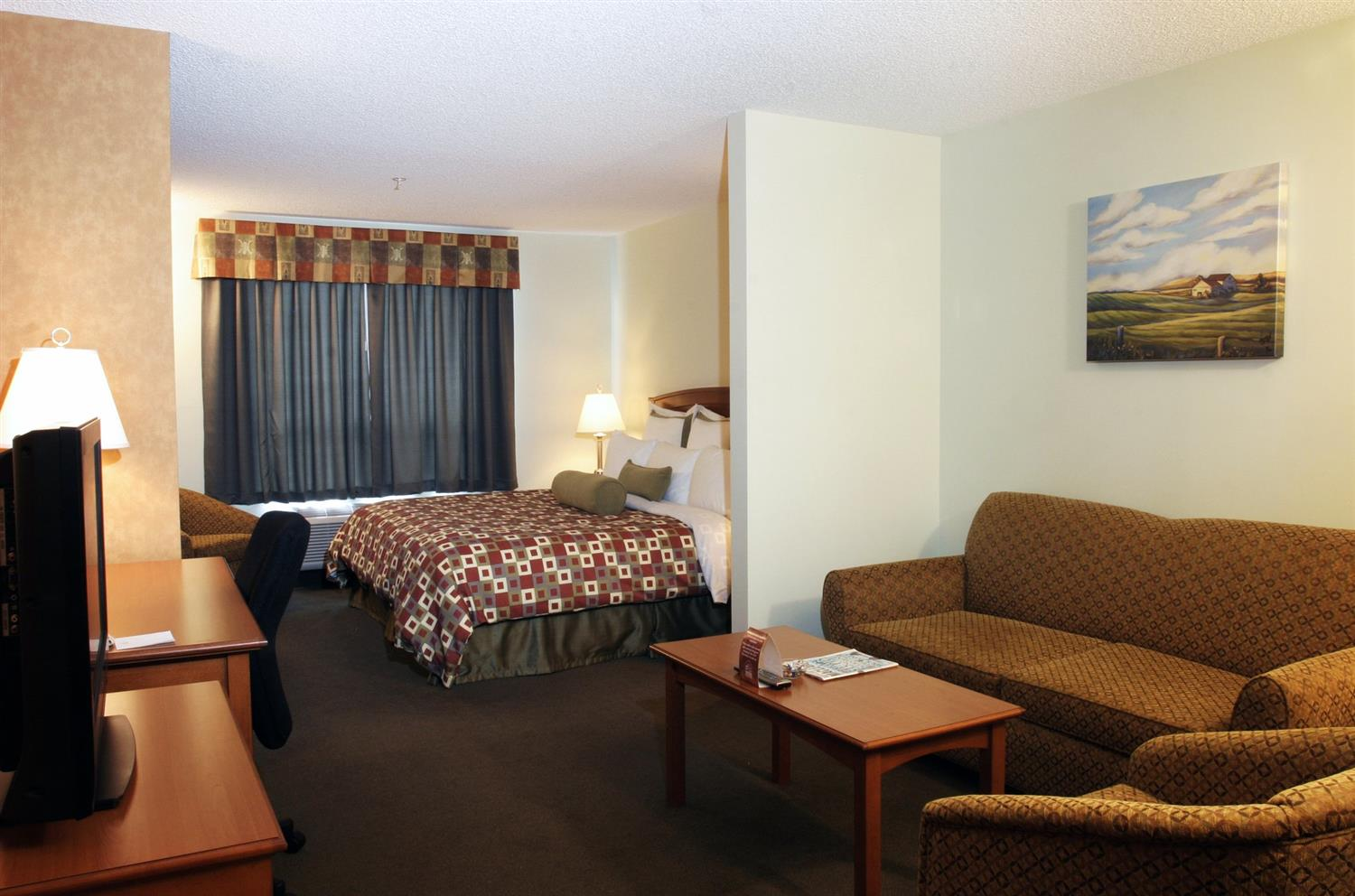 Suite - Service Plus Inns & Suites Calgary