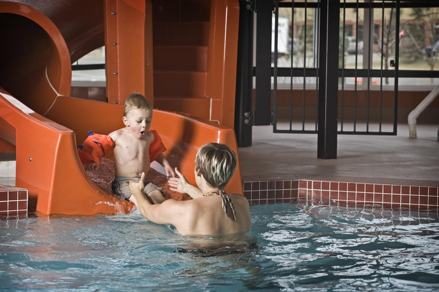 Pool - Service Plus Inns & Suites Calgary