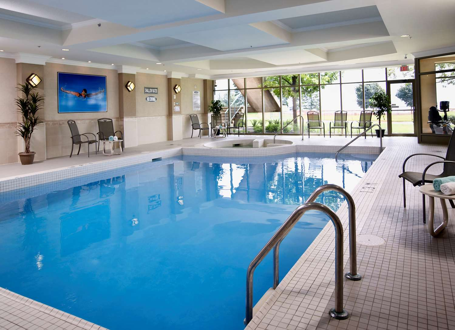 Pool - Waterfront Hotel Downtown Burlington
