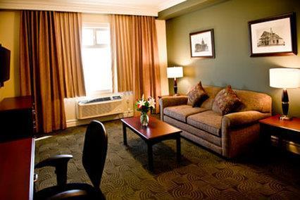 Room - Chateau Nova Hotel & Suites Yellowhead Edmonton