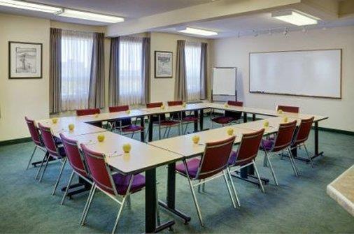 Room - Lakeview Inn & Suites Okotoks