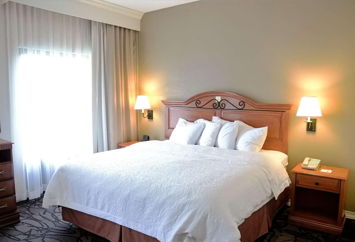 Room - Hampton Inn & Suites Pelham