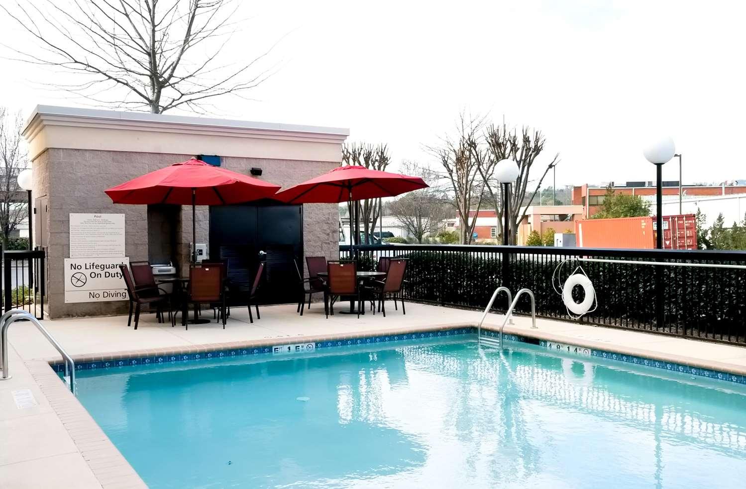 Pool - Hampton Inn & Suites Pelham