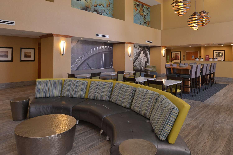 Lobby - Hampton Inn & Suites Airport Bakersfield