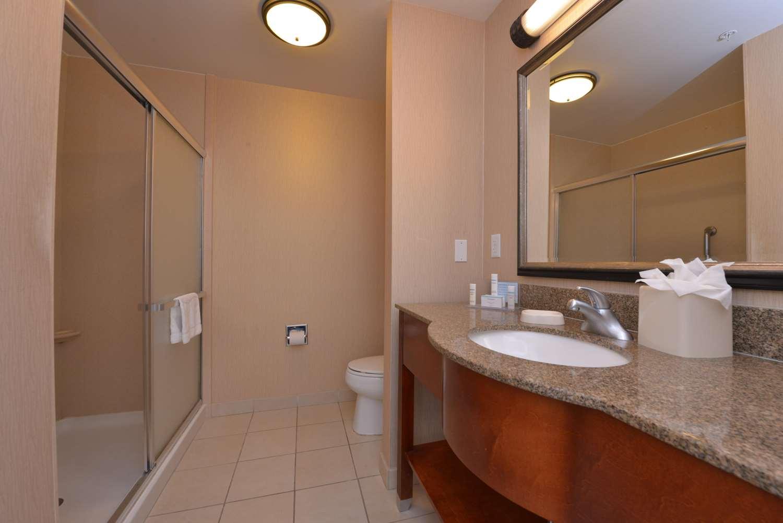 Room - Hampton Inn & Suites Airport Bakersfield