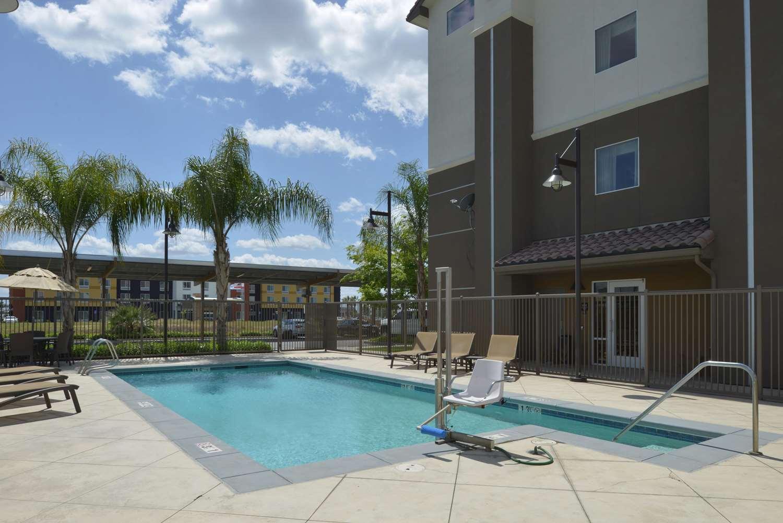 Pool - Hampton Inn & Suites Airport Bakersfield