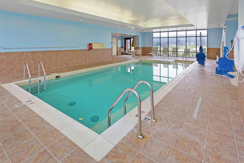 Pool - Hampton Inn Blairsville