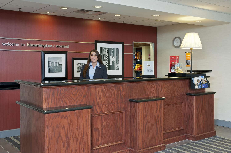 Lobby - Hampton Inn & Suites Normal