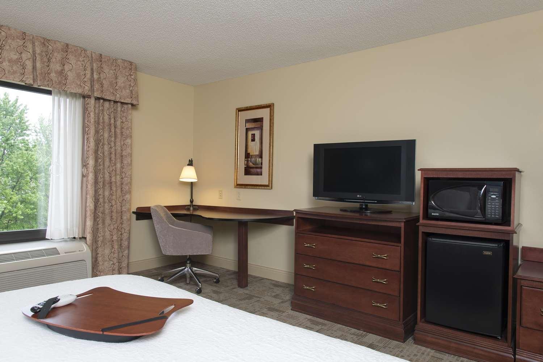 Room - Hampton Inn & Suites Normal