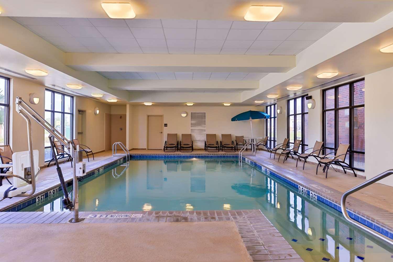 Pool - Hampton Inn Gonzales