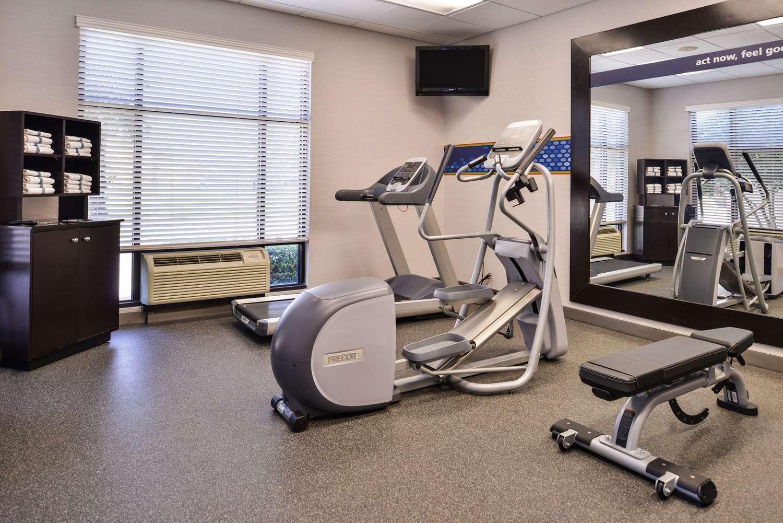 Fitness/ Exercise Room - Hampton Inn Gonzales