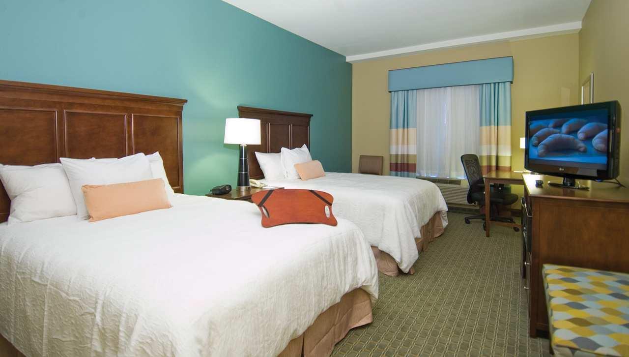 Room - Hampton Inn & Suites Port Allen